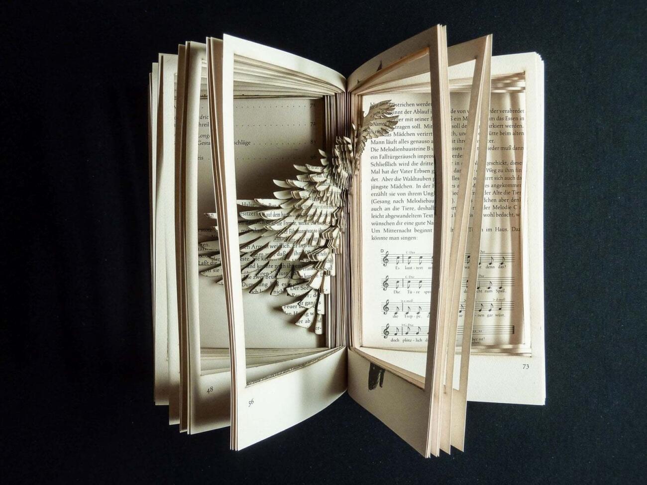 Lasercut in Buch - Vogel Flügel Form