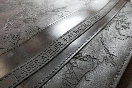 Laser Gravur von Leder Tasche - Detail von Text