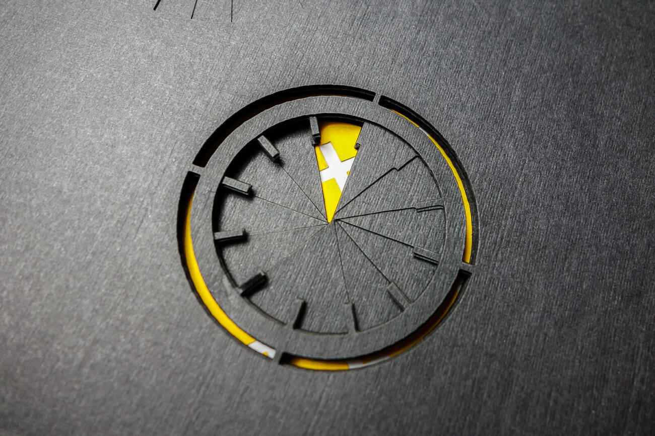 Graphic Design einer abstrakten Uhr - Lasercut Papier by Robin Hanhart