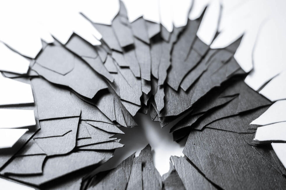 Abstract fractures in paper layers. Graphic design and laser cut by Robin Hanhart