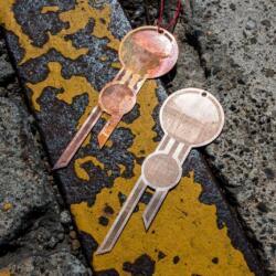 Laser gravierter Schmuck Prototyp aus Bronze, hergestellt mit einem Trotec Fiber Laser